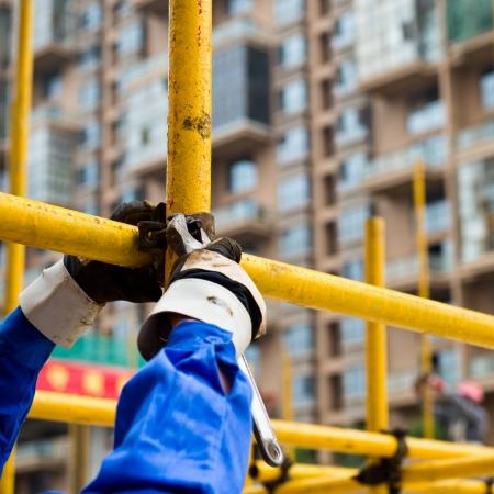 contrema�tre: Travailleurs de la construction qui travaillent sur des �chafaudages