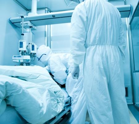surgical: El médico del equipo de trabajo en la sala de operaciones. Foto de archivo