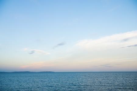 cielo despejado: Azul del mar y el cielo de fondo.