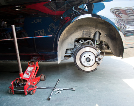lifting jack: Car without tire need to be repaired.