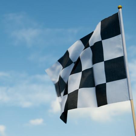 bandera carrera: bandera a cuadros la carrera ondeando en el cielo azul. Foto de archivo