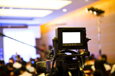 Live-uitzending, TV operator met camera. Stockfoto