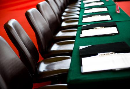 Table de conférence et des chaises dans la salle de réunion Banque d'images - 33786424