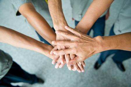 reunion de trabajo: Las personas con las manos juntas. concepto de trabajo en equipo Foto de archivo