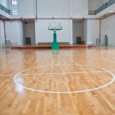 농구 코트, 실내 학교 체육관.