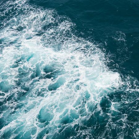 mare agitato: Onde del mare dal motoscafo. Archivio Fotografico