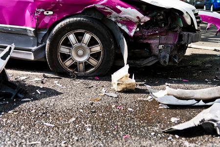 街で車の事故。