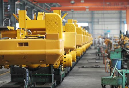 굴삭기 생산 기계 공장.