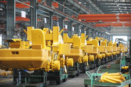 assembly: Taller de máquinas de producción de excavadoras. Editorial