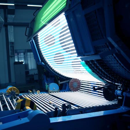 tubos fluorescentes: El taller de bombillas de bajo consumo de energía Foto de archivo