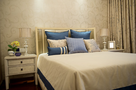 king size: Comfortable bedroom in a luxury home.