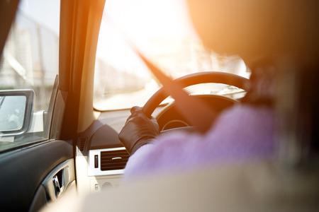 cinturon seguridad: Chica en un auto con el cinturón de seguridad siempre abrochado. Foto de archivo