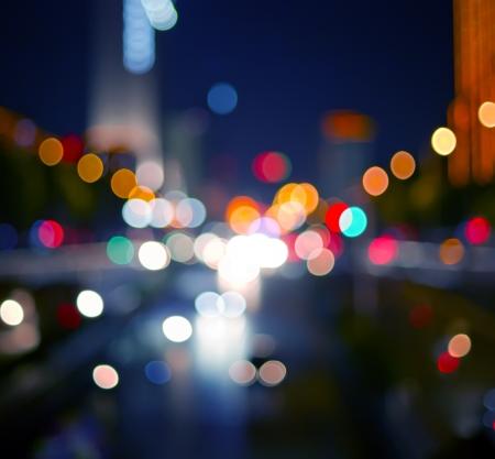 Światła: PiÄ™kne tÅ'a na ciemne, z ostroÅ›ci zaÅ›wieci podczas Nocy Zdjęcie Seryjne