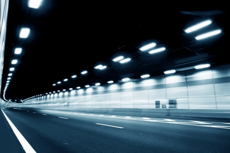 tunel: El túnel de la noche, las luces formaron una línea