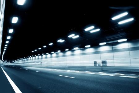 tunnel: El t�nel de la noche, las luces formaron una l�nea