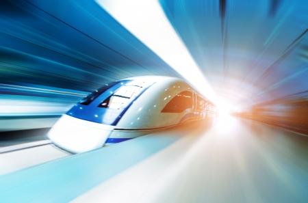 estacion tren: muy tren de alta velocidad Foto de archivo