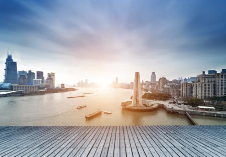 Shanghai, China, den Bund und den Fluss Huangpu.
