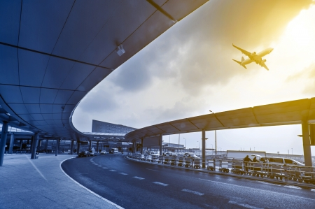Die Szene der Flughafengebäude in Shanghai, China Standard-Bild - 20516390