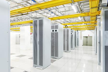 podnos: orbitální v telekomunikační místnosti