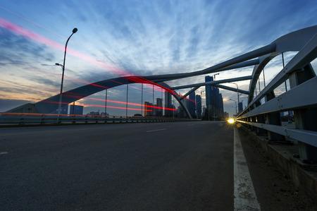 moderne br�cke: modern bridge