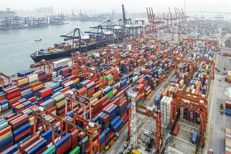 Industrie-Hafen mit Containern Standard-Bild - 34916450