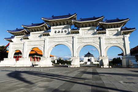 chiang kai shek memorial hall: Front gate of Chiang Kai Shek (CKS) memorial hall in Taipei City, Taiwan