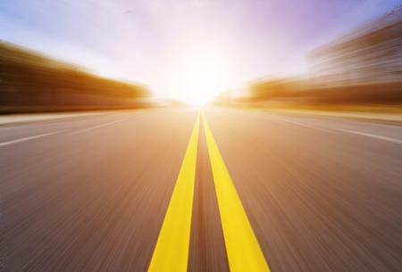 Bewegungsunschärfe der Autobahn Standard-Bild - 34925826