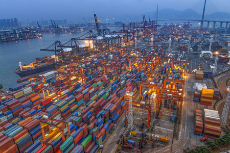 industrial port with containers Imagens - 34936665