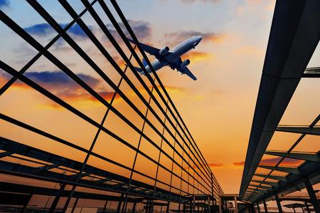 transporte: a cena do edifício do aeroporto em Xangai, China