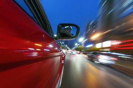 Auto auf der Straße mit Bewegungsunschärfe Hintergrund. Standard-Bild - 35092052