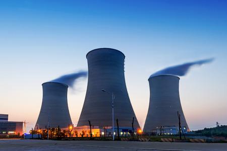 원자력 발전소의 냉각 타워의 꼭대기