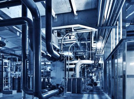 Moderne boiler room-apparatuur voor verwarming systeem. Pijpleidingen, waterpomp, afsluiters, manometers. Stockfoto - 35409601