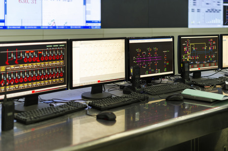 Modern plant control room and computer monitors Banque d'images
