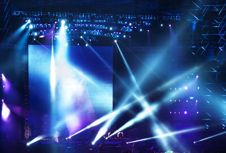 航空ショー: レーザー光線で舞台用スポット ライト