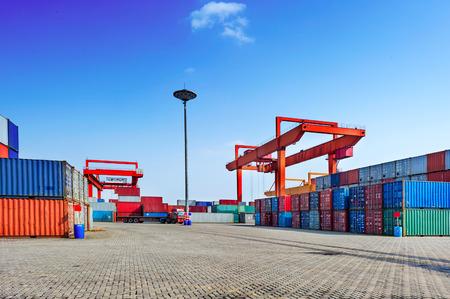 szállítás: Ipari port konténerek Stock fotó