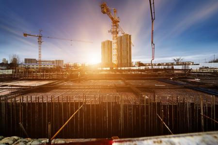 obrero trabajando: obra de construcción  Foto de archivo