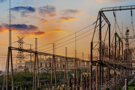 energia electrica: Alto voltaje subestación eléctrica con transformadores