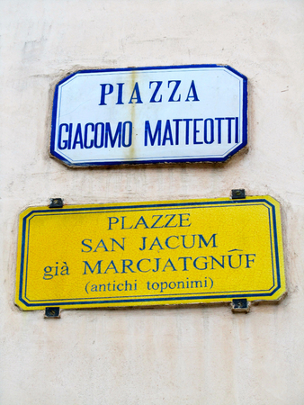 Bilingual street name and ancient toponym, Udine, Italy Stok Fotoğraf - 84562292