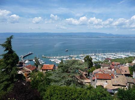 Vue de Thonon-les-Bains, Lac Léman, France Banque d'images - 88257105