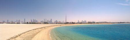 Dubai. Panorama van het prachtige strand en de zee