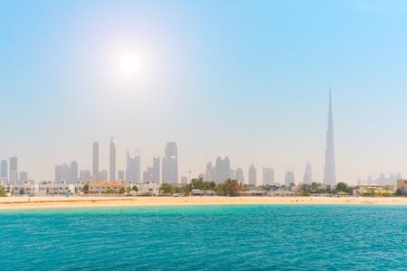 두바이. 아름다운 해변과 바다 에디토리얼
