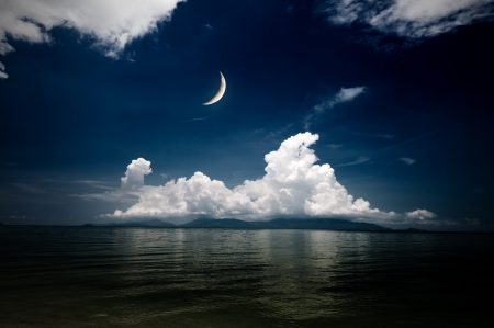sea and moon photo