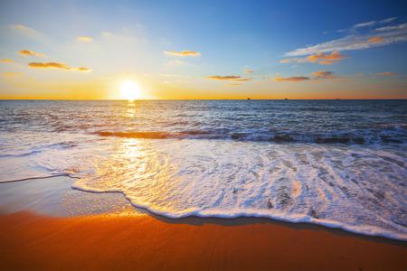 석양과 바다