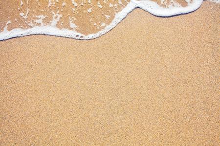 Arena y las olas de fondo Foto de archivo - 50013740