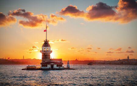 Jungfrauenturm bei Sonnenuntergang - Istanbul, Türkei