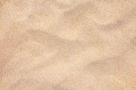 beau sable naturel de la plage