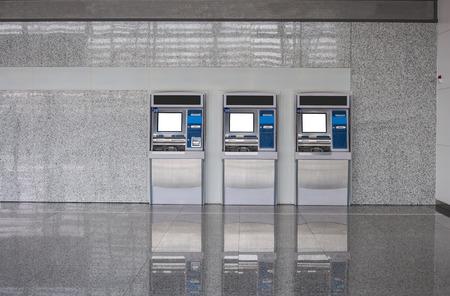 Het station automatische machines, geldautomaat