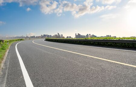 empty road with cityscape in modern city Imagens
