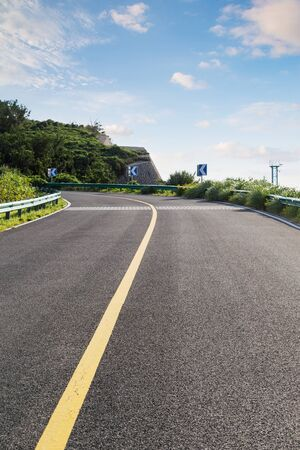Crooked road to distant suburbs in China Imagens