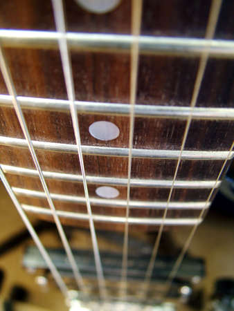 distort: Guitar strings